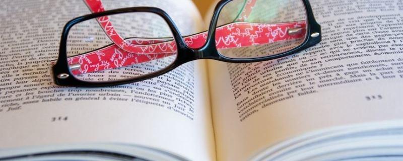 Correction de livre : une nouvelle référence pour Neoplume